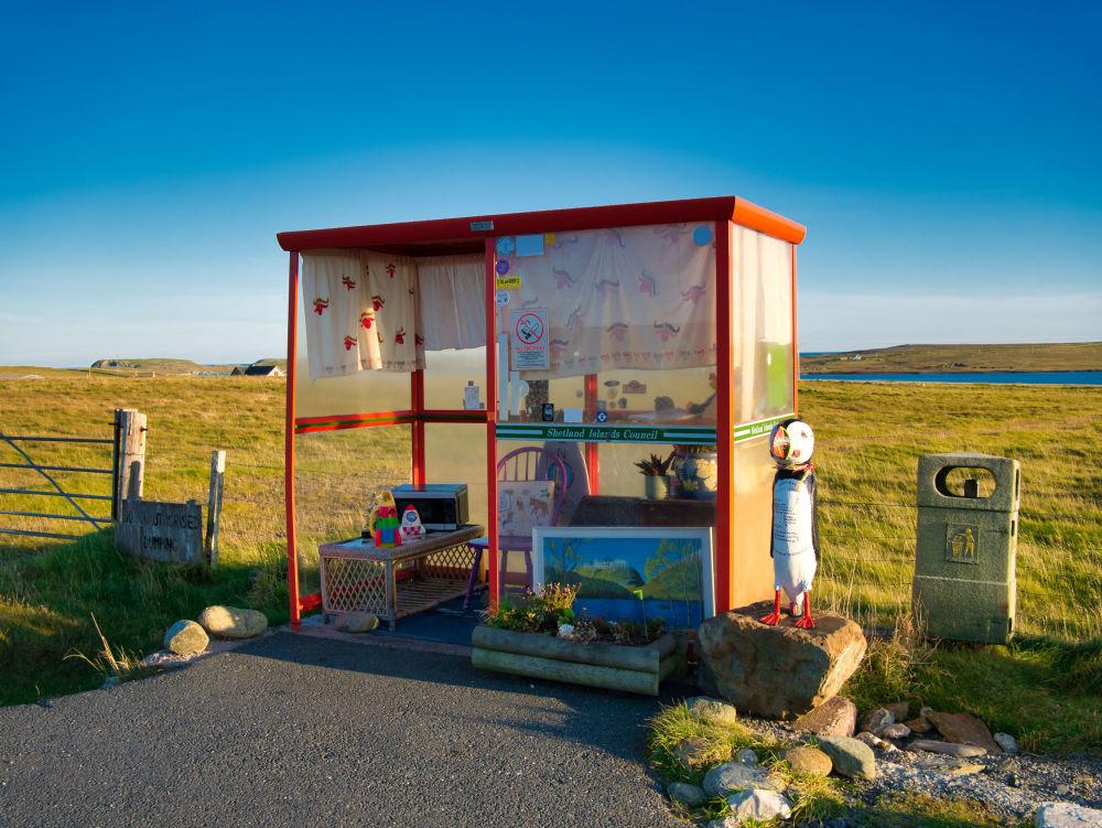 """苏格兰""""博比的候车亭""""(Bobby's Bus Shelter)公交车站。"""