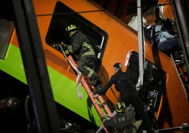 墨西哥城地铁桥倒塌事故致13死70伤