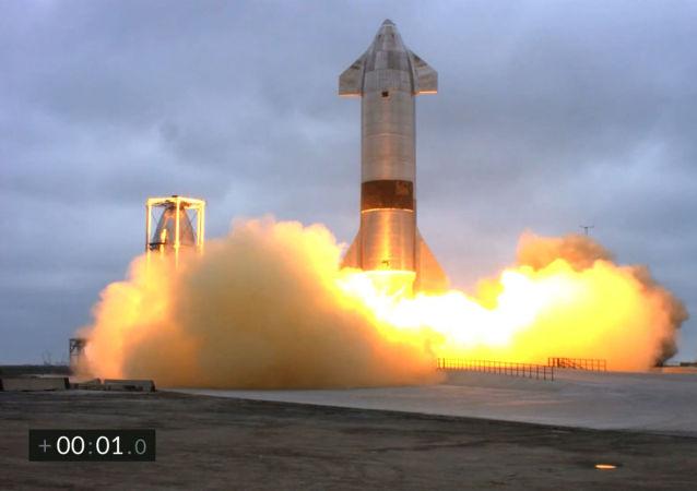 """美国SpaceX公司""""星际飞船-SN15""""原型机在德克萨斯州成功降落"""