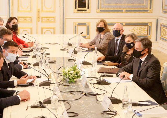 美国国务卿称对基辅的访问是富有成效的