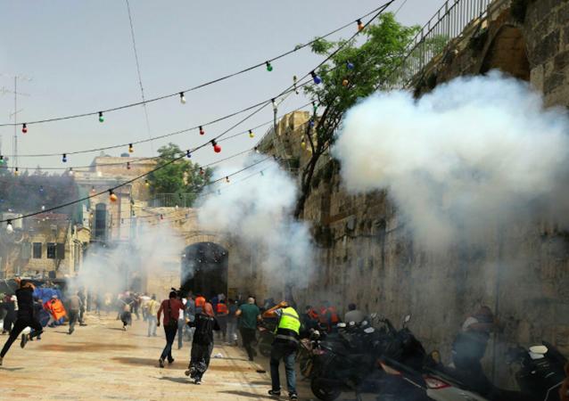 在东耶路撒冷与以色列警察的冲突导致305名巴勒斯坦人受伤