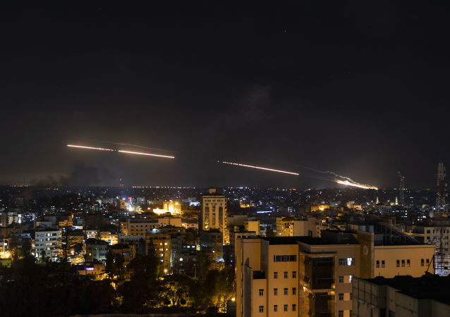 以军方:加沙地带武装人员昨夜向以色列发射约200枚火箭弹