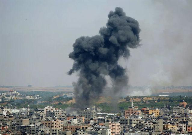 巴勒斯坦媒体:以色列空军摧毁加沙地带一栋六层居民楼