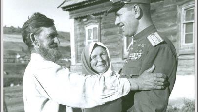 """1946年,空军元帅、两次获得""""苏联英雄""""荣誉称号的尼古拉•米哈伊洛维奇•斯科莫罗霍夫在萨拉托夫州拉波季镇的家乡。"""