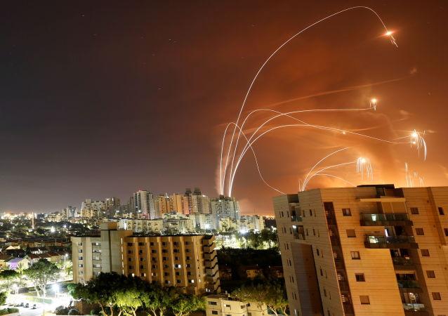 以色列国防军:超过2000枚火箭弹从加沙射向以色列 近半被拦截下来