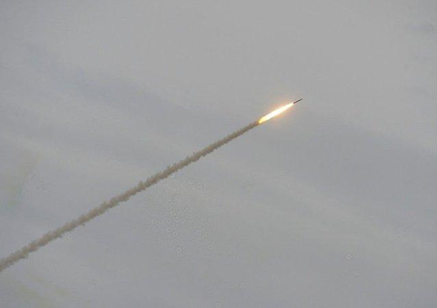 美军驻日本一基地被自制导弹袭击