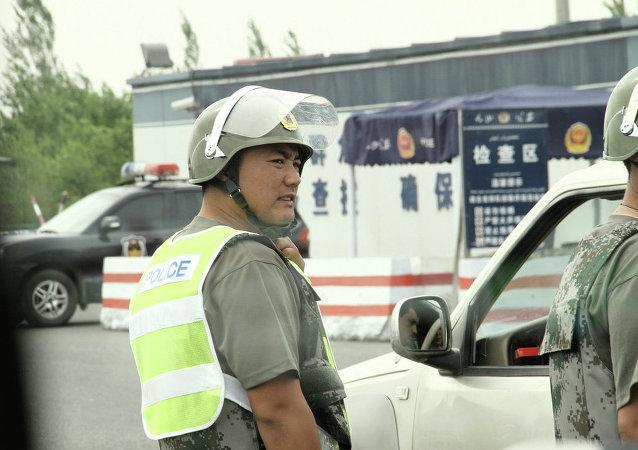 廣東一輛轎車撞進餐館導致12人受傷