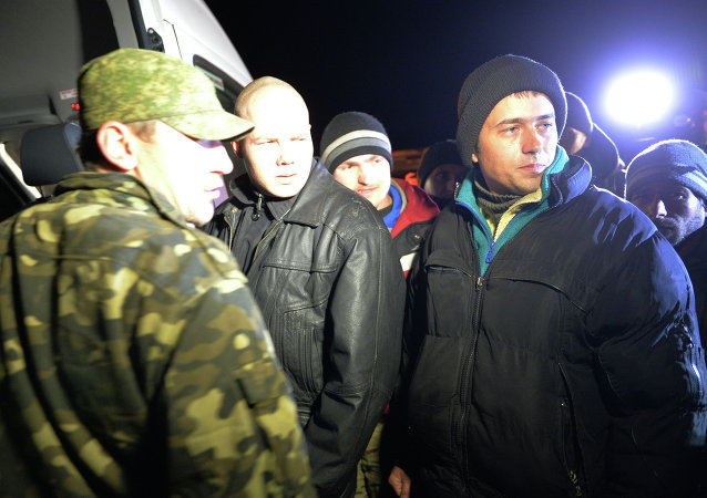 乌克兰武装与民兵在顿巴斯地区交换俘虏
