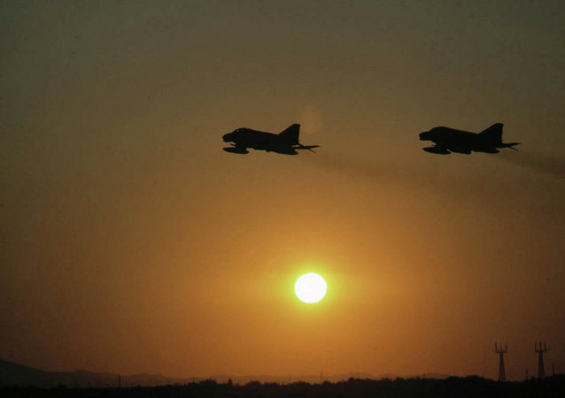 """伊拉克空军消灭""""伊斯兰国""""7名头目 其中包括负责侦察的头目"""