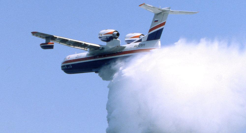 俄紧急情况部be-200飞机向印尼森林大火投下约500吨