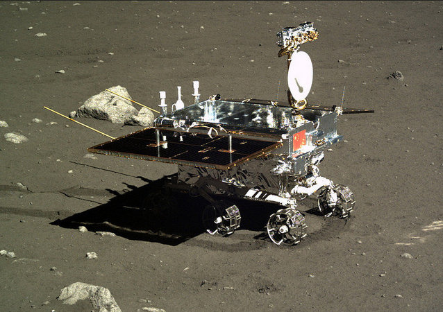 """中国发射""""嫦娥三号""""月球探测器携玉兔月球车登月"""