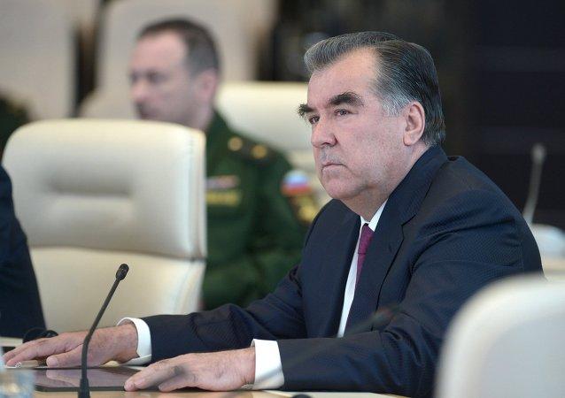普京打电话祝贺塔吉克斯坦总统拉赫蒙65岁生日