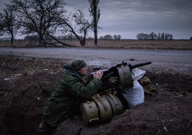卢甘斯克:乌政府军试图将民兵逐出杰巴利采沃