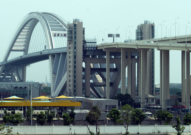 上海政府否决关于取消一些城市交通指示牌上的英语标识的提议