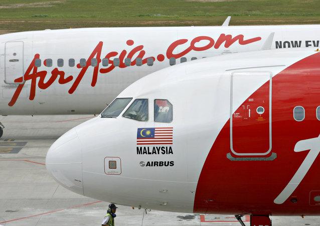 中国派专家赴印尼协助搜寻亚航失事客机黑匣子