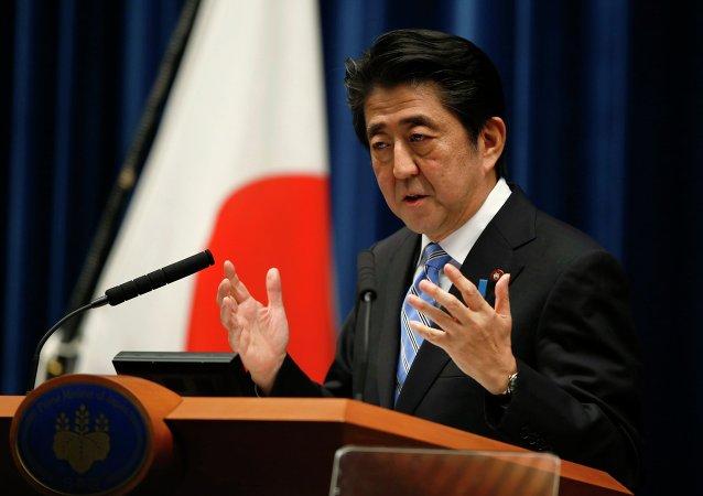 日本首相为自己粗暴打断议员发言致歉