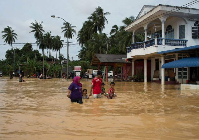 数千人由于马来西亚东部洪水泛滥而被疏散