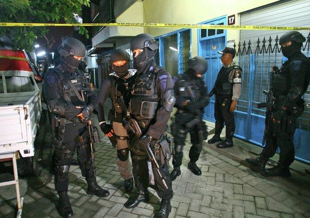 """三人因被怀疑与""""伊斯兰国""""组织有关而在印度尼西亚被捕"""