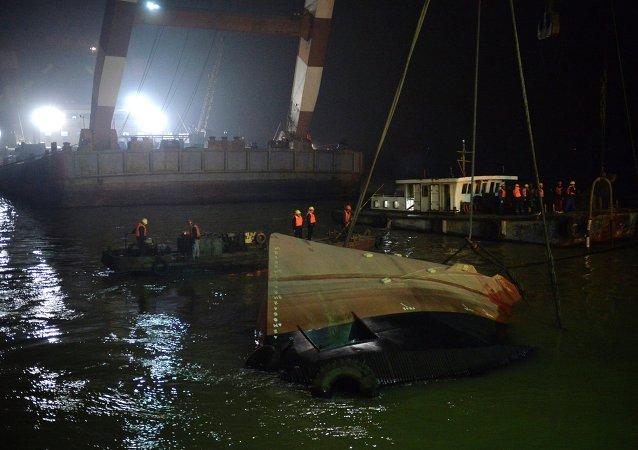 拖轮在长江流域发生事故造成20余人死亡