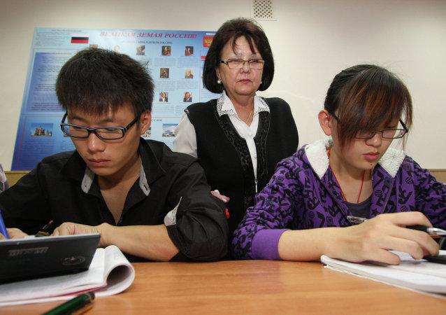国家留学基金委:2016年约有2.9万中国大学生受国家奖学金资助赴俄学习俄语