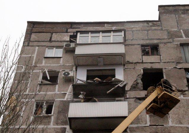 戈尔洛夫卡遭乌克兰政府军炮击40分钟