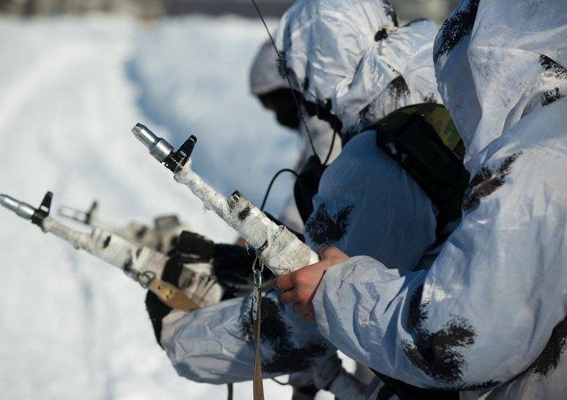 俄罗斯空降兵成功在北极极地地区登陆