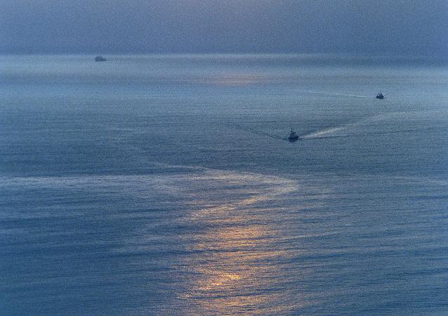 俄紧急情况部:在鄂霍次克海失事渔船上有63人获救