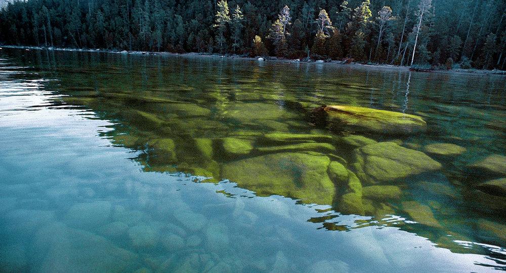 俄水文气象局:贝加尔湖水降至最低水位以下