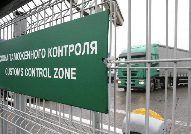 普京:俄中两国研究建立边境海关24小时通关模式