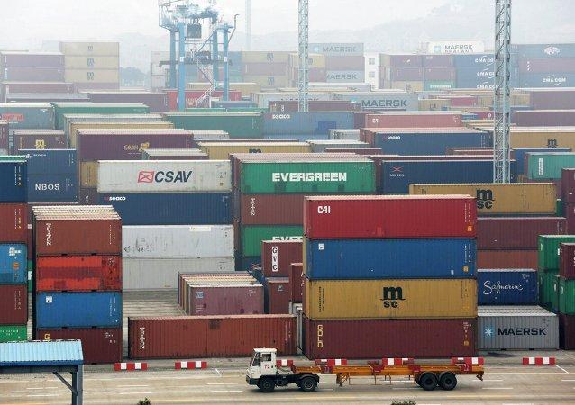 媒体:中国计划征收外币交易税
