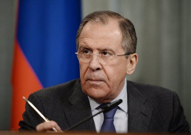 拉夫罗夫告知克里:对俄制裁无前途,计划对乌供应武器很危险
