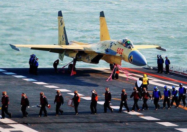 俄专家:J-15失事并不影响中国舰载机的发展