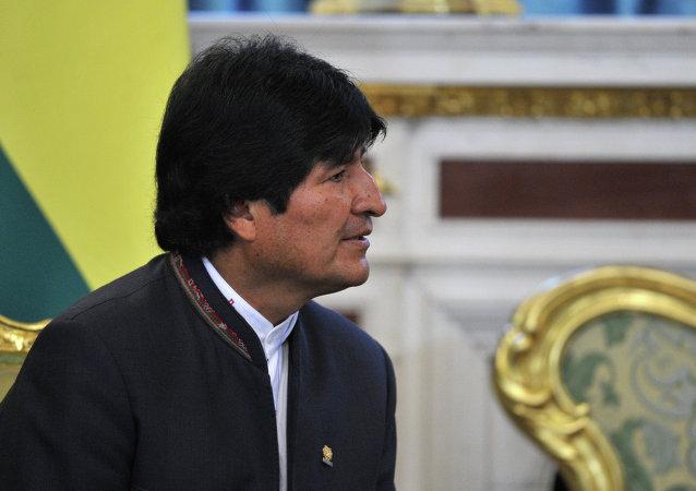 玻利维亚总统莫拉莱斯在古巴治病期间会见卡斯特罗