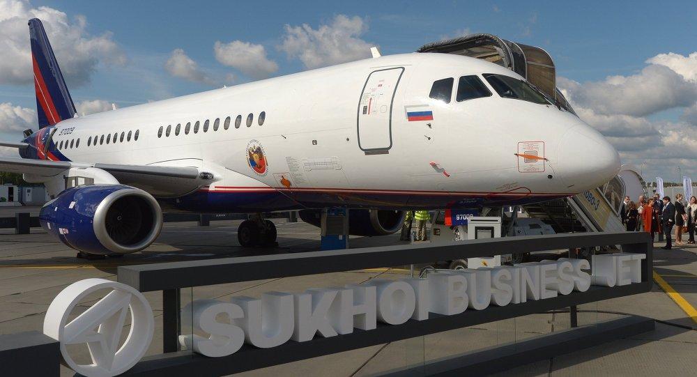 SSJ-100客机