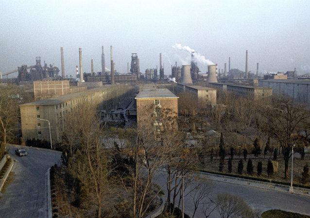 英国外交大臣哈蒙德呼吁中国加快减少钢铁产量