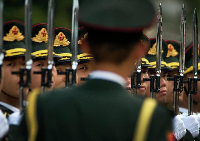 中国2015年军费预算将增长10.1%