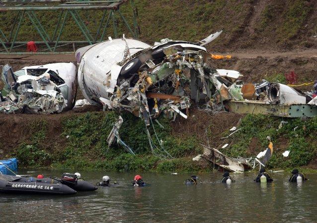 台湾复兴航空客机失事前双发动机失效