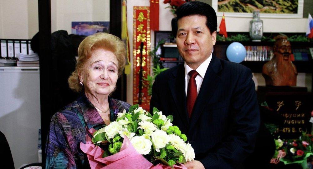 中国驻俄大使李辉祝贺加林娜•库利科娃80岁寿辰