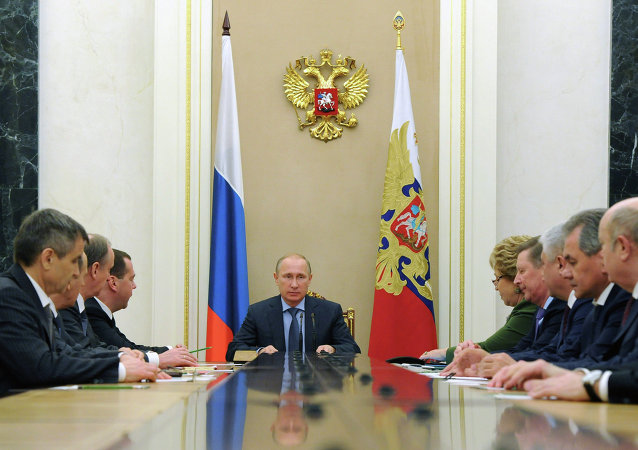 普京与联邦安全议会就乌克兰东南部局势条件问题与伊斯兰国组织频繁活动问题进行讨论