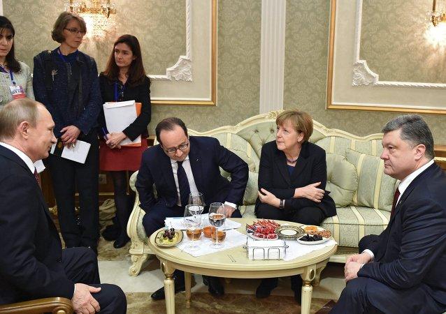 克里姆林宫:普京与默克尔及波罗申科就顿巴斯局势进行电话谈判