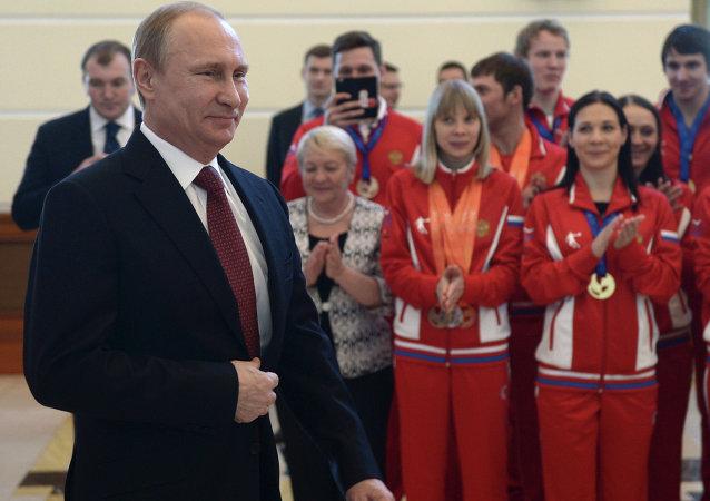 普京赞赏俄大学生代表团在第27届世界大学生冬运会上的表现