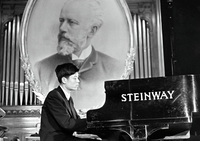 中国钢琴家刘诗昆 (莫斯科,1958年)