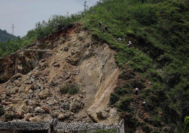 中国西南部地震造成数千人受灾