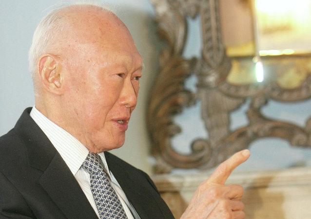 新加坡创始人李光耀虽患肺炎但病情稳定