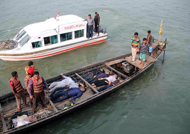 孟加拉国渡轮沉没遇难人数或将增至100人