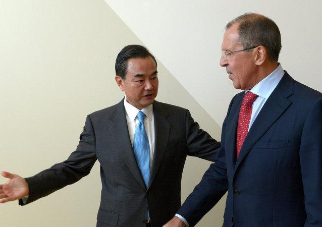 拉夫罗夫和王毅举行会晤/资料图片/