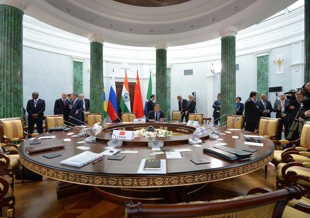俄副外长:金砖国家正在探讨增加新开行注册资本问题