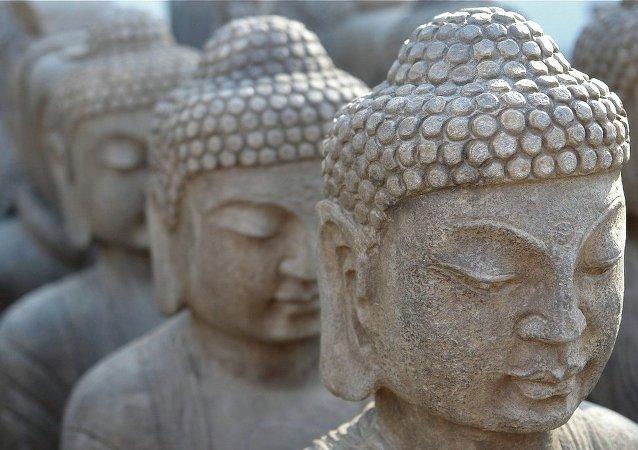 印度发行两吨重钢制佛教典籍