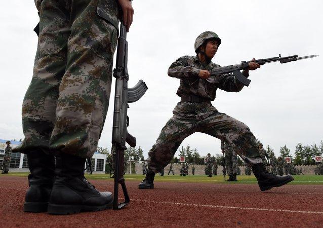 中国2015年军费预算增加10%