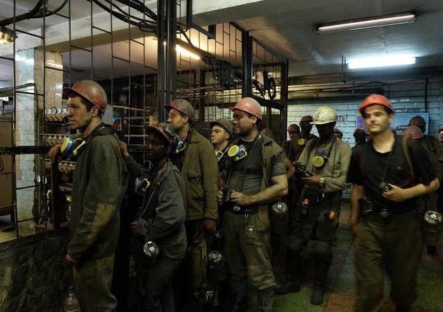 从顿涅茨克扎夏德科矿井中已救出198人